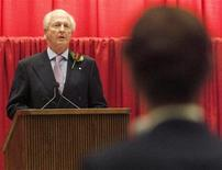 <p>George Weston Limited Chairman and President Galen Weston (L) takes a question from a shareholder during the baker's annual general meeting in Toronto May 11, 2006. REUTERS/J.P. Moczulski</p>