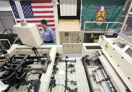 A U.S. Bureau of Engraving and Printing employee monitors newly printed bills at the Bureau of Engraving and Printing in Washington October 23, 2006. REUTERS/Jim Young