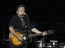 <p>Bruce Springsteen performs during a concert celebrating Pete Seeger's 90th birthday in New York May 3, 2009. REUTERS/Lucas Jackson</p>