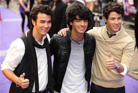 Kevin Jonas (L), Joe Jonas (C) and Nick Jonas of the Jonas Brothers arrive for the UK premiere of their movie ''Jonas Brothers: The 3D Concert Experience'' at Leicester Square in central London May 13, 2009. REUTERS/Toby Melville