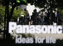 <p>Panasonic fait état d'une perte nette sur l'exercice 2008-2009. Elle ressort à 379 milliards de yens (2,9 milliards d'euros) pour l'exercice clos le 31 mars, à comparer avec un bénéfice de 281,88 milliards de yens en 2007-2008. /Photo prise le 15 mai 2009/REUTERS/Toru Hanai</p>