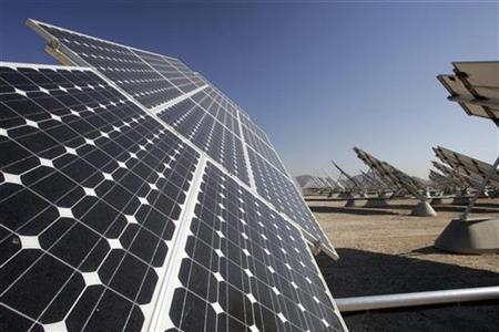 Solar photovoltaic panels are seen at Nellis Air Force Base in Las Vegas, Nevada in this picture taken August 1, 2008. REUTERS/Steve Marcus
