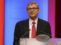 <p>Turkish Nobel Literature Prize winner Orhan Pamuk speaks during the opening ceremony of the Frankfurt book fair, October 14, 2008. REUTERS/Arne Dedert/Pool</p>