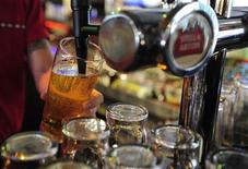 <p>A barman pulls a pint of beer at a public house in Leeds, northern England October 13, 2008. REUTERS/Nigel Roddis</p>
