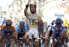 <p>Il britannico Mark Cavendish del team Columbia al Giro d'Italia. REUTERS/Stefano Rellandini</p>