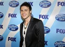 "<p>Winner Kris Allen poses for photographers at the finale of Season 8 of ""American Idol"" in Los Angeles May 20, 2009. REUTERS/Phil McCarten</p>"