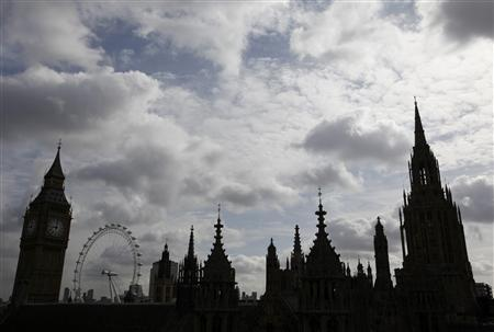 Britain's Houses of Parliament, Big Ben and the London Eye are pictured from the roof of Westminster Abbey in London May 20, 2009. REUTERS/Stefan Wermuth