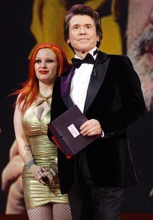 Spanish pop singer Alaska (L) and Spanish singer Raphael wait for the next winner during the Spanish Film Academy 'Goya' awards ceremony in Madrid late January 30, 2005. REUTERS/Andrea Comas