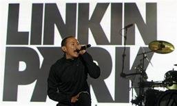 <p>Chester Bennington of rock band Linkin Park performs at the Rock in Rio music festival in Lisbon June 6, 2008. REUTERS/Jose Manuel Ribeiro</p>