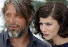 "<p>Cast members Anna Mouglalis (R) and Mads Mikkelsen attend a photocall for the film ""Coco Chanel & Igor Stravinsky"" by director Jan Kounen at the 62nd Cannes Film Festival May 24, 2009. REUTERS/Vincent Kessler</p>"
