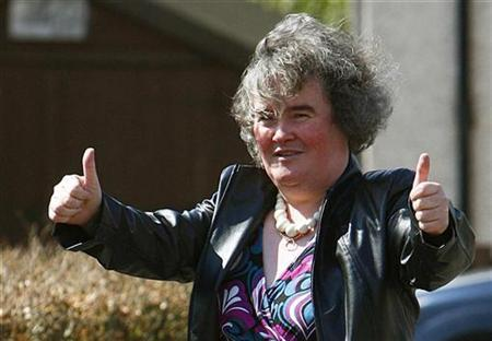 ''Britain's Got Talent'' contestant Susan Boyle gestures to onlookers in Blackburn in West Lothian, Scotland April 21, 2009. REUTERS/David Moir