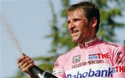 <p>La maglia rosa Denis Menchov, Bologna, 23 marzo 2009. REUTERS/Stefano Rellandini</p>