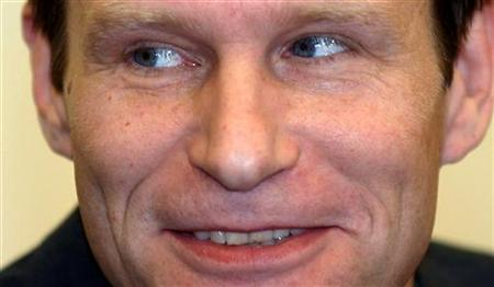 Armin Meiwes smiles in a Kassel courtroom, January 30, 2004. REUTERS/Pool