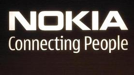 <p>Foto de archivo del logo de la compañía Nokia en su sede central de Helsinki, 9 jul 2008. El presidente financiero de Nokia, el mayor fabricante de teléfonos móviles del mundo, confirmó una previsión anterior de un mercado estable o ligeramente mejor en el segundo trimestre, frente al primero, y dijo que la economía no parecía haber cambiado desde abril. REUTERS/Bob Strong</p>
