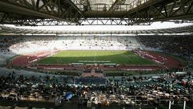 """<p>Вид на поле Олимпийского стадиона в Риме незадолго до начала матча Серии А между """"Ромой"""" и """"Пармой"""" 11 февраля 2007 года. Кроме """"Барселоны"""" в финале Лиги чемпионов был и еще один победитель - Олимпийский стадион в Риме, которому удалось вынести все трудности с честью и достоинством. REUTERS/Dario Pignatelli</p>"""