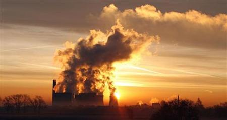 The sun rises behind Fiddlers Ferry coal fired power station near Liverpool, December 15, 2008. REUTERS/Phil Noble