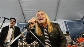 <p>Lead singer Robin Zander (R) and lead guitarist Rick Nielsen perform with their band Cheap Trick at the 6th annual John Varvatos Stuart House Benefit in West Hollywood, California March 9, 2008. REUTERS/Mario Anzuoni</p>