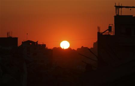 The remains of destroyed Palestinian houses are seen during sunset in the northern Gaza Strip May28, 2009. REUTERS/Suhaib Salem