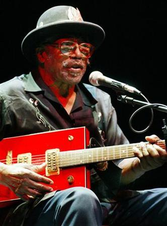Legendary blues guitarist Bo Diddley performs at the 35th annual Bumbershoot Seattle Arts Festival in Seattle September 4, 2005. REUTERS/Anthony P. Bolante