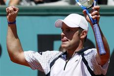 <p>Andy Roddick fez uma partida impecável para chegar às oitavas de final do Aberto da França pela primeira vez, mas as chances de Elena Dementieva de vencer o título do grand slam francês acabaram neste sábado. REUTERS/Bogdan Cristel (FRANCE SPORT TENNIS)</p>