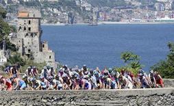 <p>Ciclisti impegnati nel Giro d'Italia. REUTERS/Stefano Rellandini</p>
