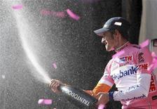 <p>Il ciclista della Rabobank Denis Menchov vincitore del Giro d'Italia. REUTERS/Stefano Rellandini</p>