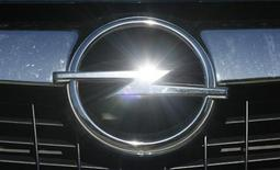 <p>An Opel logo is pictured at a car at Opel dealer in Bochum May 29, 2009. REUTERS/Ina Fassbender</p>