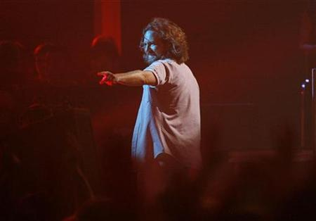 Eddie Vedder of Pearl Jam walks off stage at the end of his performance at the taping of the third annual VH1 Rock Honors: The Who concert in Los Angeles July 12, 2008. REUTERS/Mario Anzuoni