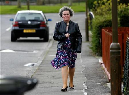 ''Britain's Got Talent'' contestant Susan Boyle returns to her home in Blackburn in West Lothian, Scotland, April 21, 2009. REUTERS/David Moir
