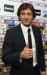 <p>Leonardo, o estreante técnico brasileiro que assinou contrato de dois anos para substituir Carlo Ancelotti no Milan. 01/06/2009. REUTERS/Paolo Bona</p>