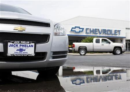 A car sits for sale at a Chevrolet dealership in Lyons, Illinois, June 1, 2009. REUTERS/John Gress