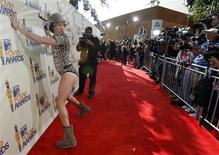 """<p>Sacha Baron Cohen is dressed as """"Bruno"""" as he arrives at the 2009 MTV Movie Awards in Los Angeles May 31, 2009. REUTERS/Mario Anzuoni</p>"""
