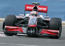 <p>Piloto da McLaren de Fórmula 1 Heikki Kovalainen, da Finlândia, durante a sessão de treino para o Grande Prêmio da Turquia. 05/06/2009. REUTERS/Murad Sezer</p>