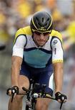 <p>Foto de archivo del ciclista Lance Armstrong del equipo Astana tras cruzar la meta del Giro de Italia en Roma, 31 mayo 2009. Armstrong, siete veces campeón del Tour de Francia, anunció el nacimiento de su hijo Max en su página del sitio de internet Twitter. REUTERS/Tony Gentile</p>