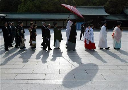A traditional Japanese wedding at the Meiji shirne in Tokyo, April 27, 2002. REUTERS/Ruben Sprich