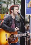 "<p>Kris Allen, vincitore del talent show americano ""American Idol"". REUTERS/Brendan McDermid (UNITED STATES ENTERTAINMENT)</p>"