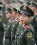 <p>Policiais chineses bloqueiam área em Pequim. Um grupo que representa as empresas de tecnologia da informação, sediado em Washington, apelou à China nesta quarta-feira para que reconsidere a exigência de instalação de software de filtragem de conteúdo da Internet em todos os computadores novos vendidos no país.</p>