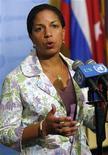 <p>Посол США в ООН Сьюзан Райс беседует с журналистами после заседания Совета Безопасности ООН в Нью-Йорке 25 мая 2009 года. Пять постоянных членов Совета безопасности ООН в среду согласовали текст резолюции по Северной Корее, договорившись наложить на Пхеньян новые санкции в наказание за проведение запрещенных ядерных испытаний и запуск ракет. REUTERS/Chip East</p>