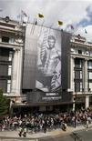 <p>The new advertising campaign for Emporio Armani underwear featuring England footballer David Beckham is unveiled outside Selfridges department store on Oxford Street in London June 11, 2009. REUTERS/Stephen Hird</p>