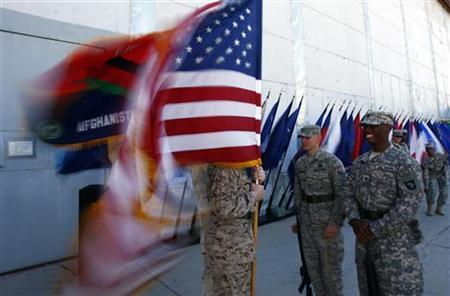 U.S. soldiers hold flags prior to the Memorial Day observance ceremony at the Bagram airbase, north of Kabul May 25, 2009. REUTERS/Ahmad Masood
