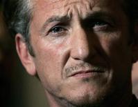 <p>Sean Penn, em foto de arquivo, anunciou que se afastará de Hollywood para se dedicar a questões familiares, em ausência que pode durar um ano. REUTERS/Robert Galbraith</p>