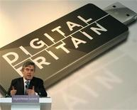 <p>Foto de archivo del primer ministro británico Gordon Brown durante la reunión Digital Britain realizada en la Biblioteca Británica en Londres, 17 abr 2009. ¿Piensa que los crímenes horribles, las cruentas guerras y los escándalos financieros sin fin de los últimos años es algo nuevo? Entonces vuelva a pensar. REUTERS/Dominic Lipinski/Pool</p>