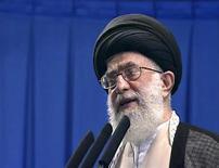 <p>Кадр из видеозаписи, на котором запечатлен духовный лидер Ирана аятолла Али Хаменеи, выступающий в Университете Тегерана 19 июня 2009 года. Духовный лидер Ирана аятолла Али Хаменеи в пятницу выступит с обращением к нации впервые после президентских выборов, повлекших за собой наиболее масштабные акции протеста с момента победы Исламской революции в 1979 году. REUTERS/IRIB via Reuters TV</p>