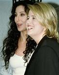 <p>Foto de arquivo ed Cher e sua filha Chastity Bono. 19/04/1998. REUTERS/Sean Ramsey</p>