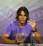 <p>A decisão do atual campeão de Wimbledon, Rafael Nadal, de não disputar o torneio deste ano por causa de um problema no joelho causou mais preocupação na Espanha sobre a potencial ameaça que isso representa para sua carreira. REUTERS/John Voos</p>