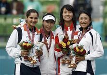 <p>Pela primeira vez, a China terá duas cabeças-de-chave em Wimbledon na próxima semana com a semifinalista do ano passado Zheng Jie e Li Na de volta à boa forma ansiosas para impressionar no evento em que ambas alcançaram seus melhores resultados em um torneio de Grand Slam. REUTERS/Jason Reed</p>