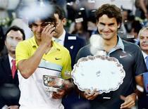 <p>Roger Federer está triste com o fato de que a contusão no joelho de Rafael Nadal tenha interrompido temporariamente uma das grandes rivalidades no mundo do esporte, disse neste sábado o número 2 do ranking. REUTERS/Susana Vera</p>