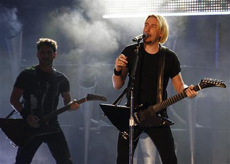Frontman for Nickelback Chad Kroeger performs during the 2009 MuchMusic Video Awards in Toronto June 21, 2009. REUTERS/Mark Blinch