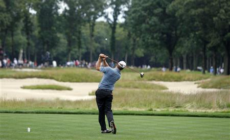 Lucas Glover of the U.S. hits off the 7th tee in the third round of the U.S. Open golf championship on the Black Course at Bethpage State Park in Farmingdale, New York, June 21, 2009. REUTERS/Matt Sullivan