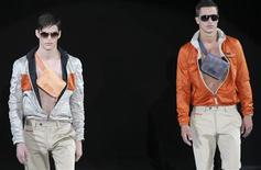 <p>Two models present creations as part of Emporio Armani Spring/Summer 2010 men's collection during Milan Fashion Week June 23, 2009. REUTERS/Stefano Rellandini</p>